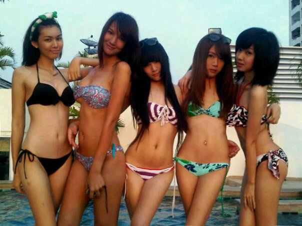 Patty And Her Friends In Sexy Swimsuit  Cute Katoey -8852